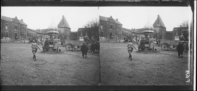 La fontaine sur la grande place - 1915.11 ©Ministère de la Culture, France